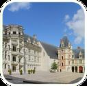 A visiter aux alentours des gîtes de charme de La Nigaudière en Sologne : le château royal de Blois et la Maison de la Magie