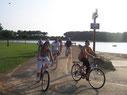 vacances en famille vélo lac marin
