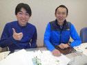 地図を目の前にして打合せ中のコースディレクターの村越と小泉