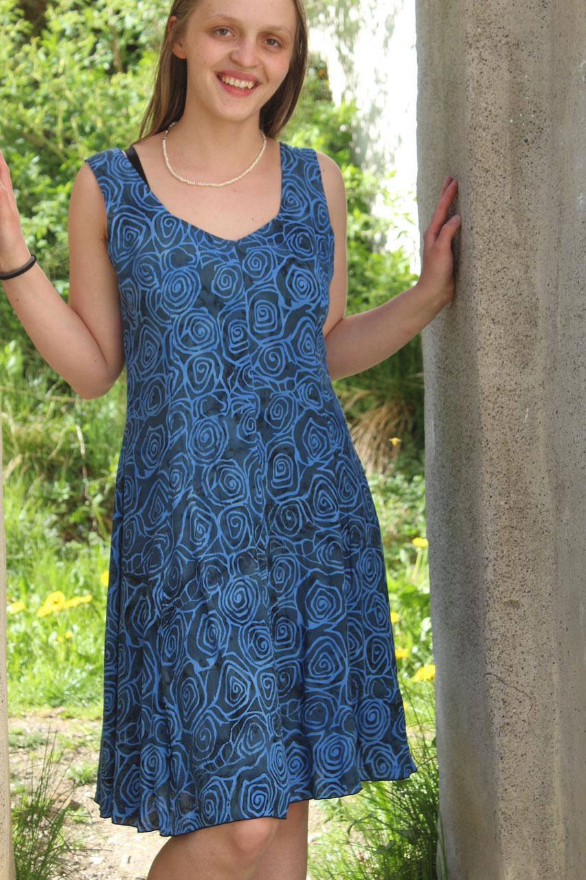 sommerkleid - blau mit spiralmuster