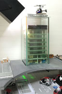 採光型太陽光発電Holo-Windowのデモ用ビル/ミニチュア