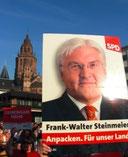 Steinmeier-Plakat unterm Mainzer Dom.