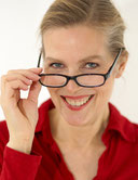 Datewoman Nora mit Brille