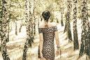 Frau frei im Wald