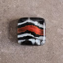 Cabujon artesanal cuadrado de vidrio, naranja, negro y blanco