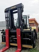 gros chariot elevateur Hyster H25XMS-9 dans le port d´Hambourg