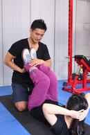 麻布十番すぐのジムで安い料金で継続できる女性の腹筋トレーニング