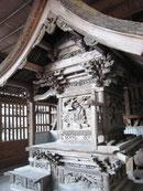 建物が彫刻で覆い尽くされた木の宮神社