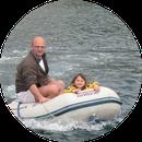 Schlauchbootfahren mit Tochter