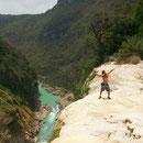 En la cascada de Tamul (estaba seca)