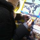 タワーレコード渋谷店 特典シールに1枚1枚「DVD」って手書きしました♪