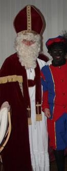 Le grand Saint et son fidèle Père Fouettard, prêts à partir vers les têtes blondes qui rêvent de cadeaux et de friandises déposés sous la cheminée