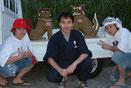 2004年 日本テレビ「少年チャンプル」に出演 DA PUMPにシーサー作りを指導