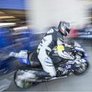 Motorradfahrer in der Boxengasse als Mitzieher bei der German Speedweek in der Motorsportarena in Oschersleben