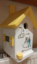 Nestkastje voor trouwerij wit met zonnegeel, Huwelijkscadeau, beschilderd vogelhuis,