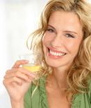 Chez LR Health and Beauty nous avons deux produits qui permettent d'exfolier et de raffermir cette zone de la peau, le soin aux algues Algetics et le Gel contour silhouette Algetics