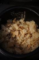 タケノコは大きく切って食感を楽しみます。おいしそうに炊きあがりました♪