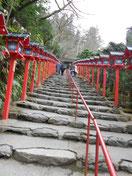 次は貴船神社 階段!