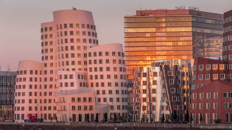 fotostandort, sonnenuntergang, düsseldorf, skyline, medienhafen, gehry bauten