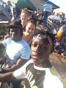Veronika und ich das erste mal auf dem Kumasi Central Market. So riesig wie der ist, war es gut, dass die Jungs aus dem Village uns rumgeführt haben.