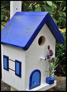 Vogelhuisje, nestkastje hout_nestkastje wit 5_Azuurblauw_dak_deur_ramen_bloempot
