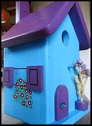 Vogelhuisje,nestkastje hout_nestkastje Lichtblauw vel_dak donkerpaars_ bloemmotief