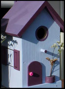 ogelhuisje,nestkastje hout_nestkastje Lichtblauw_dak en deur donkerpaars