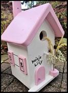 Vogelhuisje, nestkastje hout_nestkastje wit 8_Pastel Roze_dak_deur_ramen_bloempot
