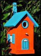 Vogelhuisje,nestkastje hout_nestkastje Oranje 2_oranje_dak en deur lichtblauw