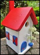 Vogelhuisje, nestkastje hout_nestkastje wit 4_Rood Blauw_dak_deur_ramen_bloempot