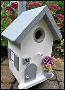 Vogelhuisje, nestkastje hout_nestkastje wit 17_Sand Grey_dak_deur_ramen_bloempot