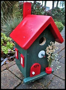 Vogelhuisje,nestkastje hout_nestkastje Woudgroen 3_dak rood_deur rood