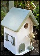 Vogelhuisje, nestkastje hout_nestkastje wit 19_Toscane_dak_deur_ramen_bloempot