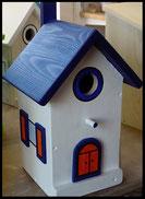 Vogelhuisje, nestkastje hout_nestkastje wit 14_Donkerblauw_dak_deur_ramen_bloempot