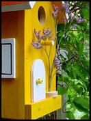 Vogelhuisje,nestkastje hout_Droom in Geel 1_geel_dak rood_deur wit
