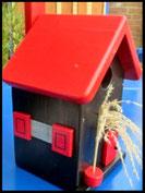 Vogelhuisje, nestkastje hout_Black Beauty 3_zwart_dak rood_deur rood
