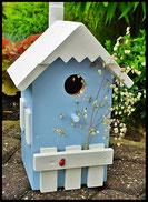 Vogelhuisje,nestkastje hout_nestkastje Lichtblauw_dak en hekje wit