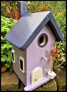 Vogelhuisje,nestkastje hout_Lavendel tinten 9_lichtpaars_dak donkerblauw_ deur