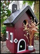 Vogelhuisje,nestkastje hout_Chocolade 6_bordeaux_dak zwart_deur zwart-wit