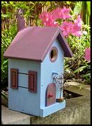 Vogelhuisje,nestkastje hout_nestkastje Lichtblauw_dak en deur in lavendelkleur