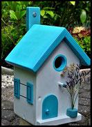 Vogelhuisje, nestkastje hout_nestkastje wit 12_Lichtblauw_dak_deur_ramen_bloempot