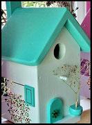 Vogelhuisje, nestkastje hout_nestkastje wit 1_Mintgroen_dak_deur_ramen_bloempot