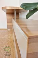 Sideboard Nussbaum furniert & weiß lackiert, Sideboard mit drehbarem Stehtresen, Schreibtischplatte in Nussbaum mit flächenbündiger Schreibtischunterlage in Möbellinoleum