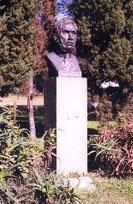 Monumento-estatua Dr. Luis Agote.