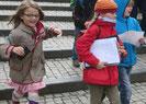 Schüler haben Spass bei der Rallye der Leipziger Stadtdetekive. Sie lösen im Team begeistert lehrplanorientierte Quizfragen Rund um die Stadtgeschichte