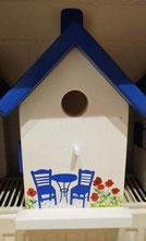 Grieks huisje met bistrootje en klaprozen