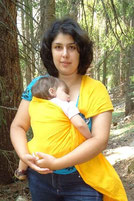 Kак се носи бебе в ринг слинг