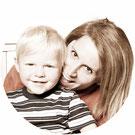 assurance santé mutuelle mutuel complémentaire santé aide enfant femme bras calin sourire heureux fond blanc comparatif comparaison devis gratuit rond