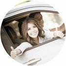 assurance auto fille comparateur devis gratuit super pouce heureux heureuse voiture automobile gars homme femme jeune soleil sourire ensemble couple nature