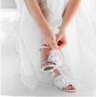 Schöne Füße zur Hochzeit © ersler - 123RF Stock Photo